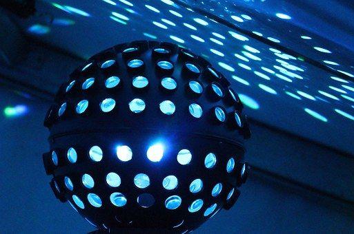 ジョルジオ・モロダー(Giorgio Moroder)はテクノポップを世界に広めた功労者