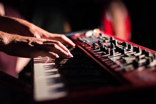 テクノポップは80年代に全盛期だったがハウス・トランスミュージックを経て現代へ