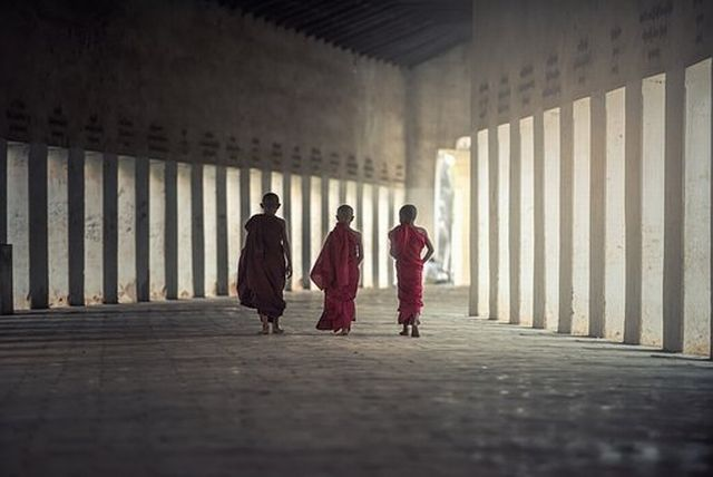 気づきを巡る問題~内側の意識への気づき、受動的な姿勢、瞑想の主体
