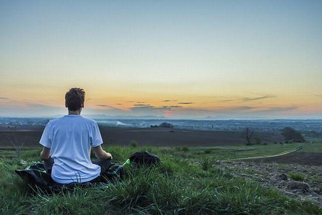 在家仏教の悟り修行では悟り系(いまここ)と幸福系(善行)の両方が必要