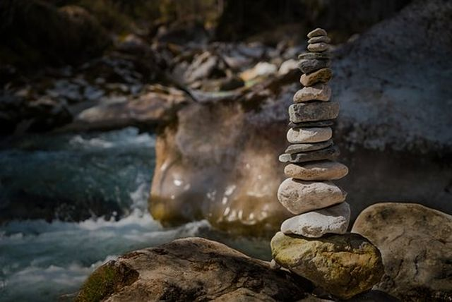 瞑想の集中には「ヤバい集中(変性意識)」と「望ましい集中(禅定、カニカ・サマディ)」の2種類がある